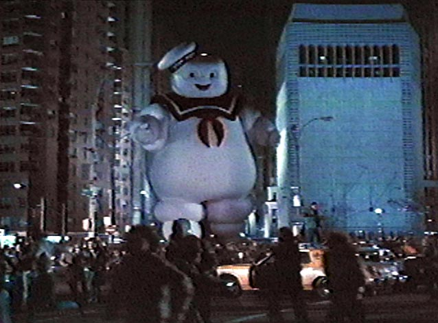 http://www.xenafan.com/movies/ghostbusters/crowd.jpg